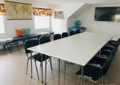 Samlings-bord med stoler rundt